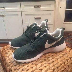 Nike Green Mens Roshe run  sneakers 10.5